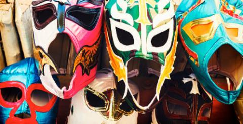 Máscaras contam histórias fantásticas do México atual.